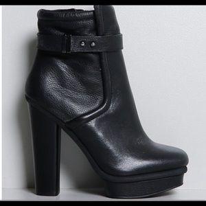 Kelsi Dagger platform boots 💃🏻💃🏻